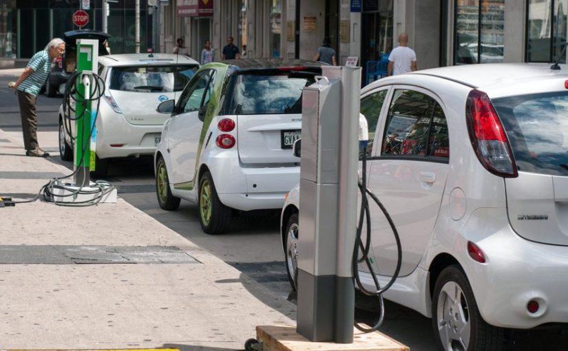 نقش فزاینده خودروهای الکتریکی و انرژی خورشیدی در مهار سوختهای فسیلی